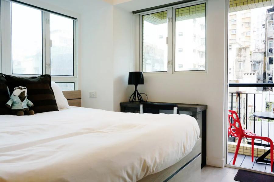 A-Stylish-Cozy-Studio-with-Balcony